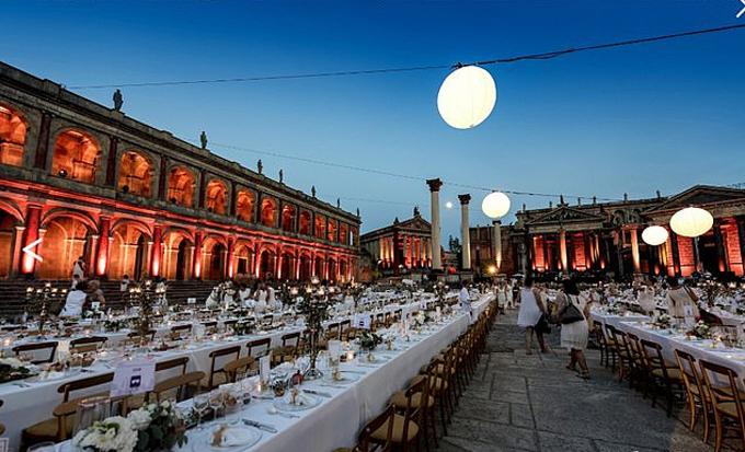 Không gian tiệc cưới ngoài trời ở Rome, Italy. Ảnh: CinecittaStudios.