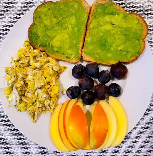 Bữa sáng của Phạm Hương.