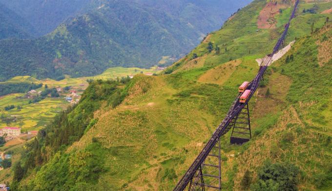 Phong cảnh ngoạn mục này đã được Louis Vuitton nắm bắt đầy gợi mở trong phim giới thiệu của mình như một ẩn dụ về hành trình mở ra những miền đất khoáng đạt và đẹp như thơ tiếp theo của Việt Nam như Vịnh Hạ Long, phố cổ Hội An.