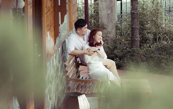 Đôi vợ chồng đều là diễn viên hài, từng tham gia nhiều phim truyền hình và xuất hiện trên các sân khấu lớn nhỏ tại hải ngoại và TP HCM. Khi mới kết hôn Kiều Linh định rút lui khỏi làng giải trí để làm hậu phương cho ông xã nhưng chính Mai Sơn đã khuyên vợ tiếp tục theo đuổi đam mê diễn xuất.