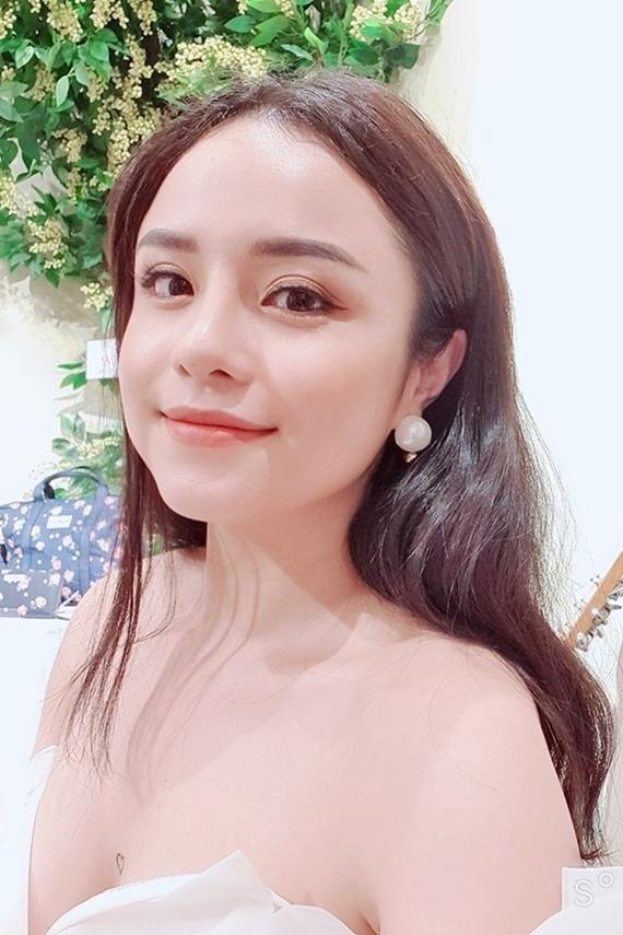 Thỉnh thoảng, Thái Trinh biểu diễn ở phòng trà hoặc một số sự kiện. Trước đó, giọng ca Cảm giác yêu từng mắc trầm cảm vì tự ti ngoại hình và mất niềm tin vào dòng nhạc acoustic đang theo đuổi. Nhờ sự động viên của bạn bè, người thân, cô mạnh dạn đi hát trở lại.