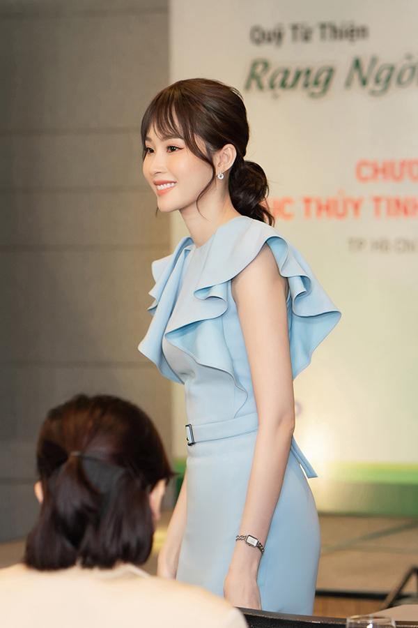 Tại sự kiện hôm qua, Đặng Thu Thảo được giới thiệu là đại sứ củaQuỹ Rạng ngời đôi mắt Việt Nam. Cô đã đồng hành với tổ chức này được 6 năm, từ trước khi lập gia đình.