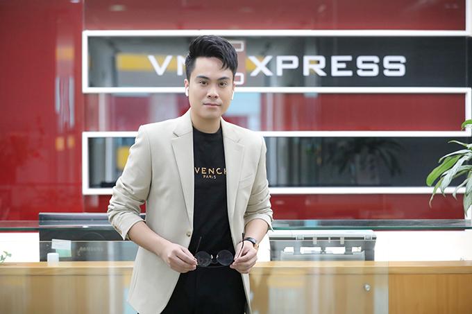 Thái Dũng đảm nhận vai trò MC của chương trình.