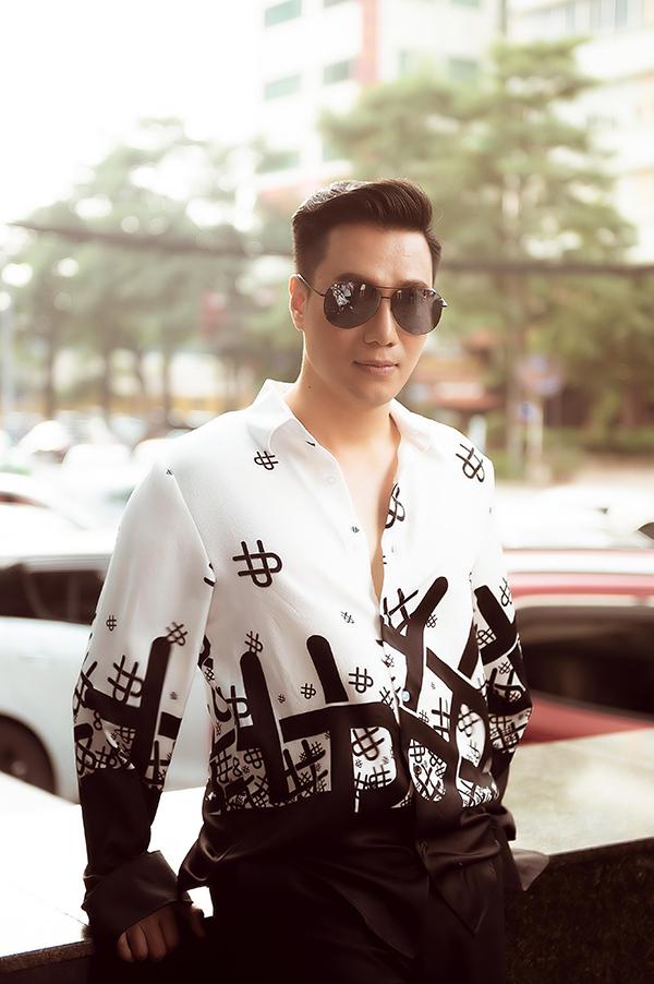 Sau khi công khai chuyện ly hôn với Hương Trần, Việt Anh vào TP HCM định cư. Thời gian gần đây, anh thường xuyên ra Hà Nội để tham gia phim truyền hình mới do đạo diễn Khải Hưng và Mai Hiền thực hiện.
