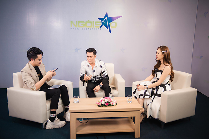 Tại buổi giao lưu trực tuyến, Việt Anh trả lời thẳng thắn nhiều câu hỏi của độc giả Ngoisao.net về chuyện phẫu thuật thẩm mỹ.