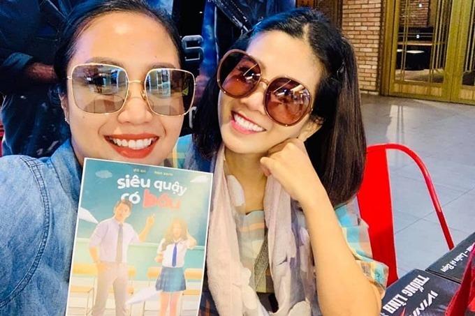 Mai Phương vui vẻ đi xem phim cùng Ốc Thanh Vân.