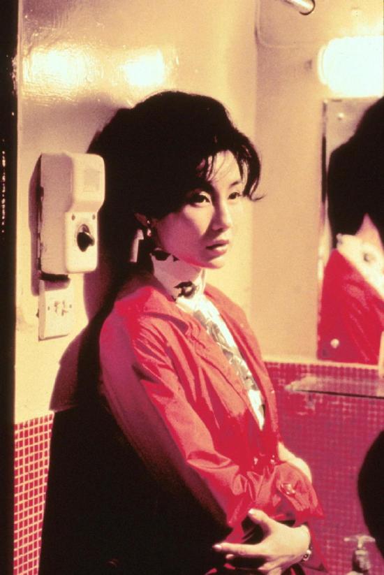 Nhiếp ảnh gia Hạ Vĩnh Khang công bố nhiều ảnh của Trương Mạn Ngọc trên phim trường, đặc biệt là ảnh khi đóng phim Tâm trạng khi yêu, năm 2000. Vẻ đẹp cổ điển hòa trộn hiện đại, đôi mắt đẹp đầy chất điện ảnh giúp Trương Mạn Ngọc gây dấu ấn.
