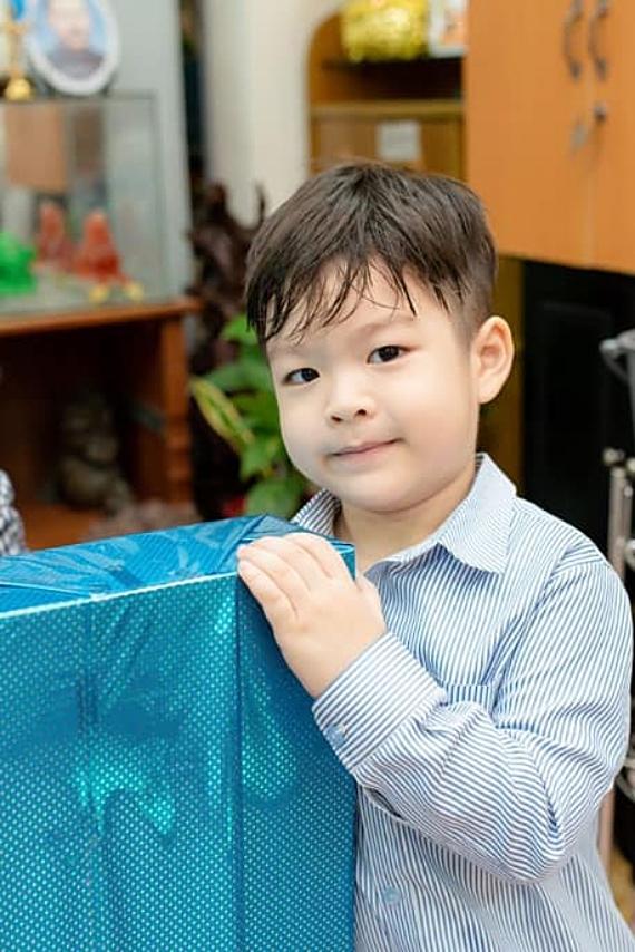 Ở tuổi lên 4, Bửu Long sở hữu vẻ điển trai giống bố.