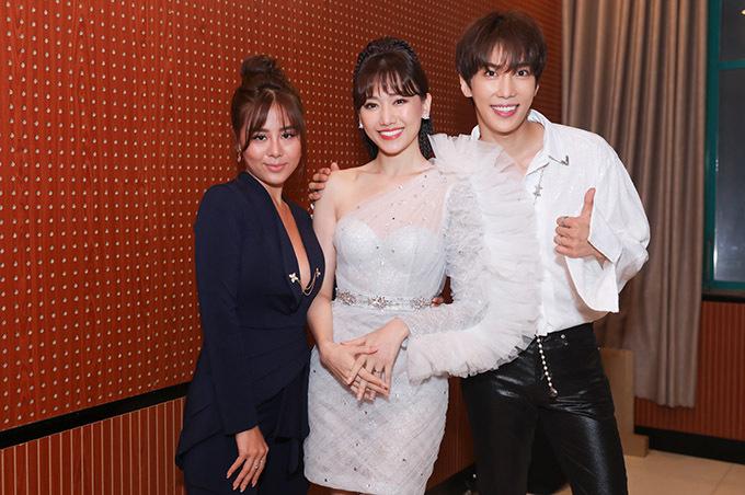 Tài tử Hàn Quốc Park Jung Min (phải) sang Việt Nam làm khách mời trong đêm nhạc của Hari Won.