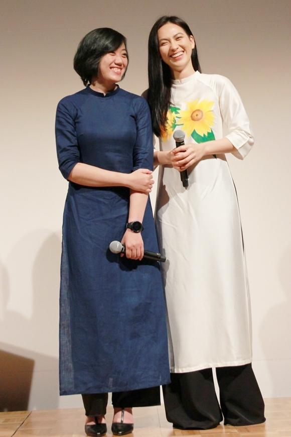 Phương Anh Đào (phải) và đạo diễn Cao Thúy Nhi giao lưu sau buổi chiếu phim ở Nhật.