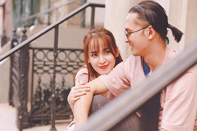 Khoảnh khắc bình yên của Tú Vi bên ông xã Văn Anh. Vợ chồng cô đang có chuyến du lịch khám phá đất nước Malaysia.