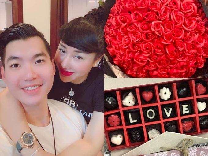 Thu Huyền khiến nhiều người ghen tỵ khi khoe quà là hoa hồng và socola được chồng trẻ tặng ngày Valentine 2019.