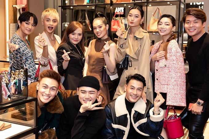 Dàn khách mời còn có các thí sinh chương trình The Face 2018: Hà Thu Anh, Bùi Linh Chi, Trâm Anh,Quỳnh Anh, Mạc Trung Kiên, Trương Thanh Long.