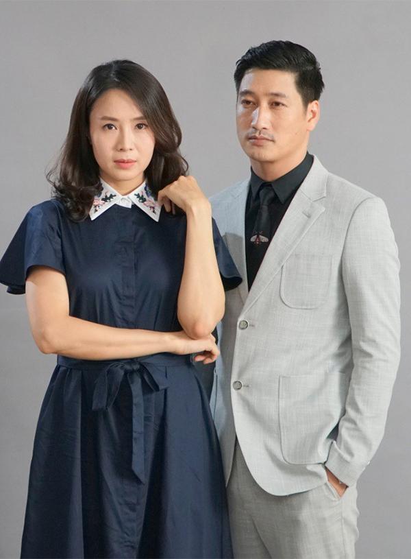 Hồng Diễm và Ngọc Quỳnh đóng vai vợ chồng trong Hoa hồng trên ngực trái.