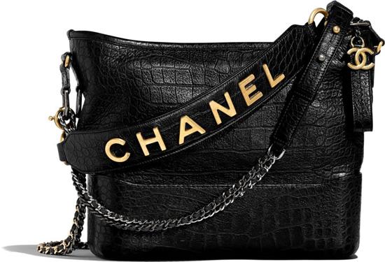Ngay từ khi ra mắt dòng sản phẩm mới, mẫu túi Gabrielle Chanel nhanh chóng chiếm được cảm tình của các tín đồ thời trang. Túi có giátừ 4.600 USD (khoảng hơn 106 triệu) cho phiên bản nhỏ và 5.200 USD (hơn 120 triệu) cho phiên bản lớn hơn.