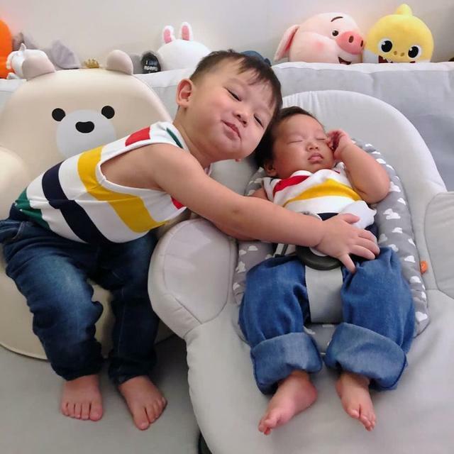 Hai con trai kháu khỉnh của Hồ Hạnh Nhi.