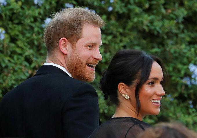 Vợ chồng Harry - Meghan sánh đôi tới hôn lễ của Misha Nonoo và Mikey Hess ở Rome, Italy hôm 20/9. Ảnh: Reuters.