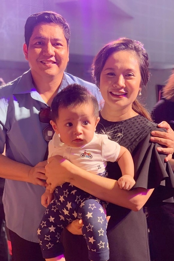 Vợ chồng Thanh Thúy - Đức Thịnh bếcon trai thứ hai cúng Tổ nghề sân khấu 2019.