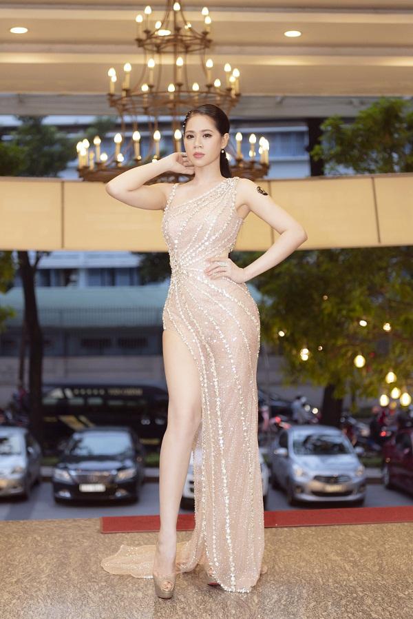 Ngày 22/9, Hoa hậu Trần Thiên Kim xuất hiện tạibuổi họp báo giới thiệu cuộc thi Hoa hậu Việt hoàn vũ 2020, tại Trung tâm Hội nghị 272 Võ Thị Sáu, TP HCM.