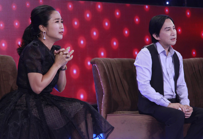 Ốc Thanh Vân và Kim Tử Long ngồi ghế ban bình luận chương trình Mãi mãi thanh xuân. Hai nghệ sĩ rất bất ngờ và thán phục trước tài năng của một thí sinh lớn tuổi có biệt tài thổi sáo bằng mũi.