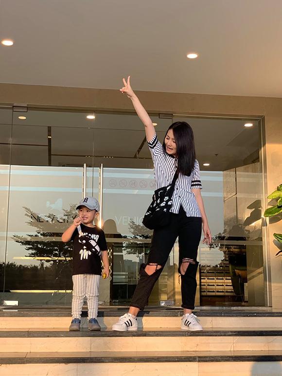 Mấy tháng nay, Ngọc Lan và Thanh Bình ít đăng ảnh chung mà chỉ đăng ảnh chụp cùng con trai Louis.
