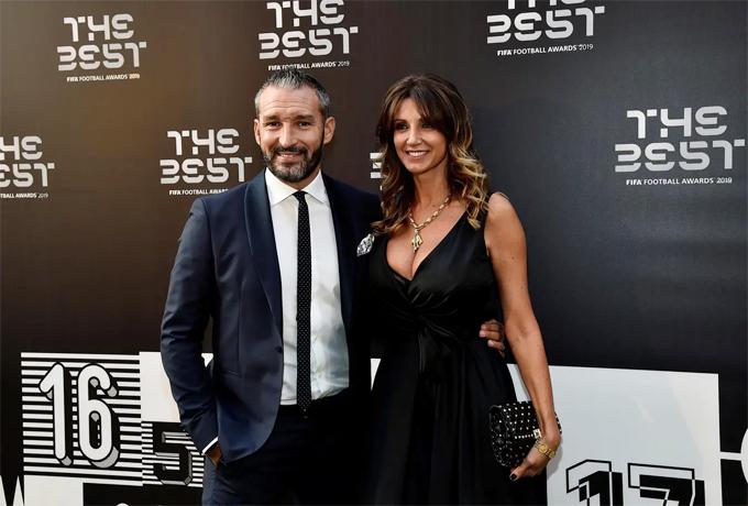 Cựu sao Zambrotta và cô vợ Valentina.
