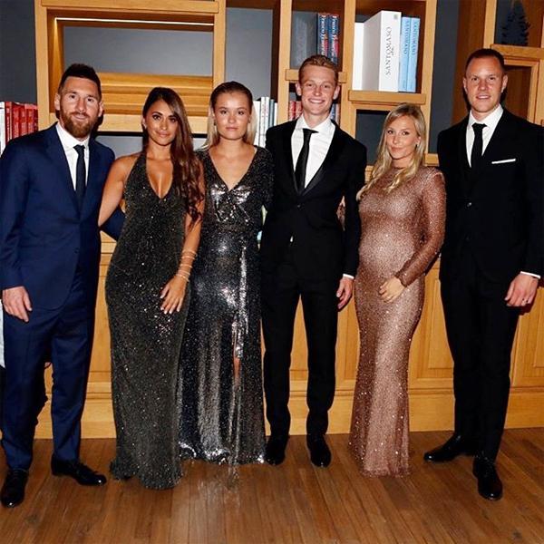 Vợ chồng Messi chụp ảnh cùng