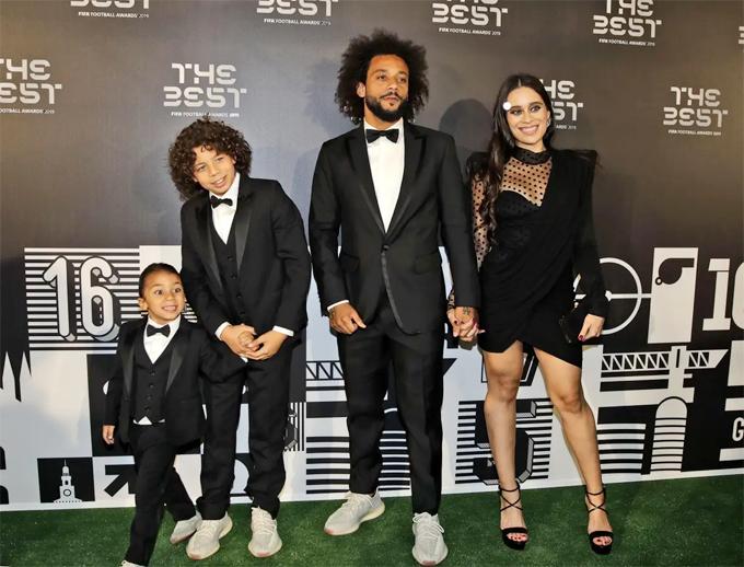 Đồng đội của Ramos - Marcelo - cũng đưa cả vợ và hai con trai tới lễ trao giải.