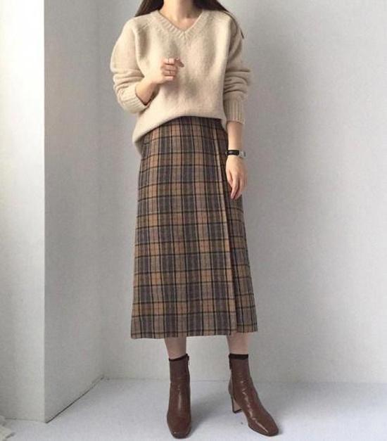 Giày bốt gót vuông giúp tăng chiều cao cho nàng nấm lùn, dễ di chuyển, hợp với nhiều kiểu trang phục mùa lạnh.