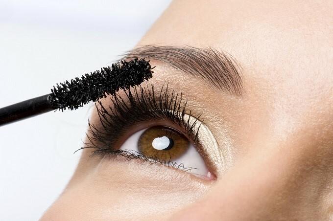 Mascara có tác dụng giúp đôi mắt to tròn, rạng rỡ hơn nhưng chị em gái lại dễ mắc lỗi trang điểm, lạm dụng quá nhiều mascara khiến đôi mắt nặng nề, thiếu tự nhiên.