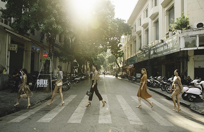 Hai bộ sưu tậpđược giới thiệu trong show diễn thời trang trên đường phố là món quàmà thương hiệu muốn dành tặng phái đẹp để họ luôn tự tin tỏa sáng mỗi khi sải bước.