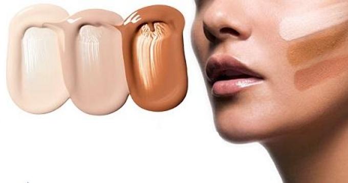 Phái đẹp nên thử kem nền lên da, tốt nhất là da phần cổ hoặc da mặt, chọn ra màu kem nền phù hợp nhất với tone da của mình.