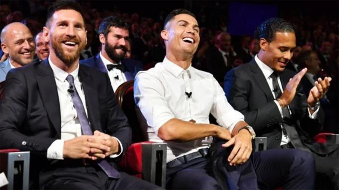 Messi, C. Ronaldo và Van Dijk tại lễ trao giải Cầu thủ hay nhất châu Âu cuối tháng 8