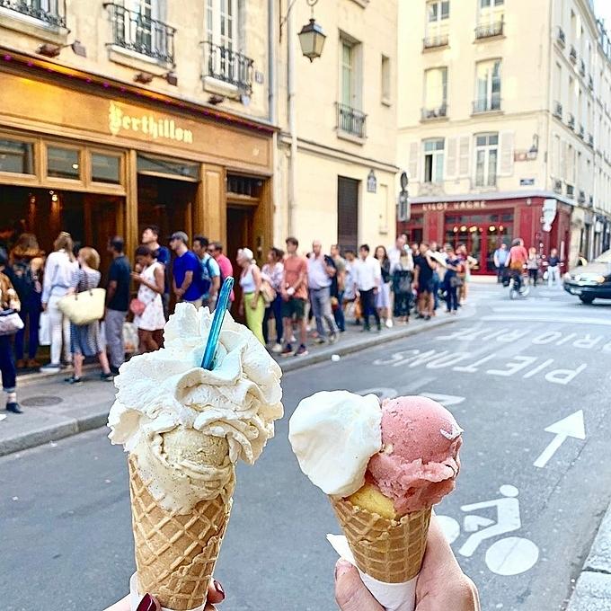 Kỳ Duyên ăn kem ở tiệm kem Song Hye Kyo