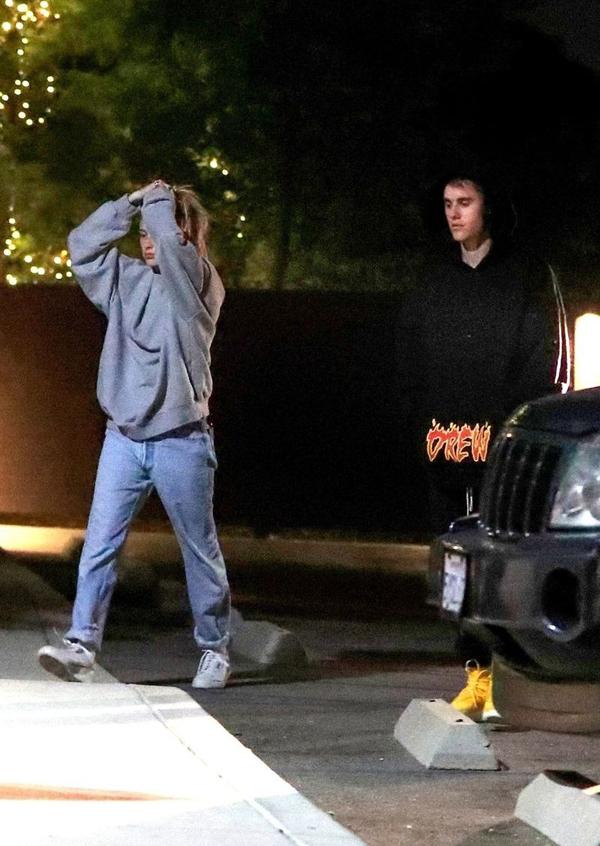 Tối ngày hôm sau (23/9), cặp đôi tới một cơ sở y tế ở Laguna Beach, California.