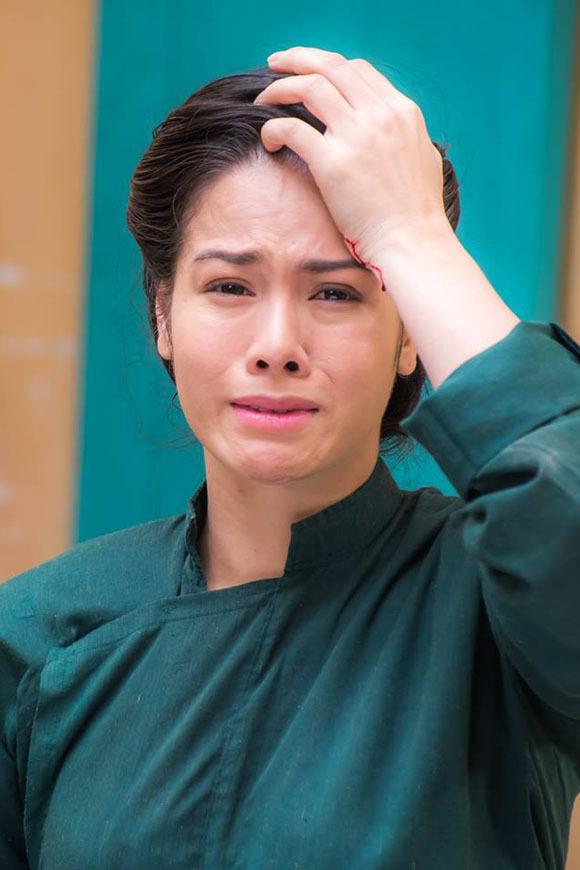 Vai diễn Thị Bình lấy đi nhiều nước mắt của Nhật Kim Anh từ lúc quay tới khi xem lại.