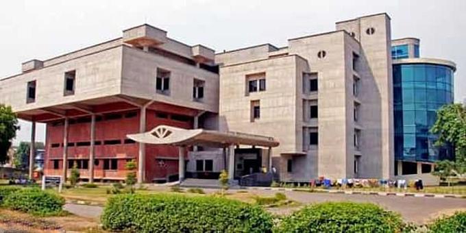 Viện nghiên cứu và giáo dục y khoa sau đại học ở thành phố Chandigarh, Ấn Độ. Ảnh: