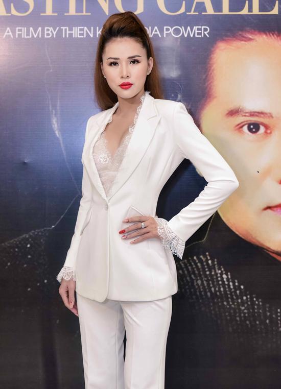 Người đẹp Bikini của cuộc thi Hoa hậu Đại dương 2014Kim Yến cũng chọn thiết kế giúp khoengực đầy.