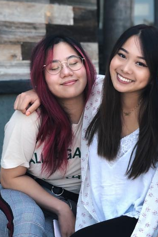 Hai chị em dù sống xa nhau nhưng luôn giữ mối quan hệ thân thiết.