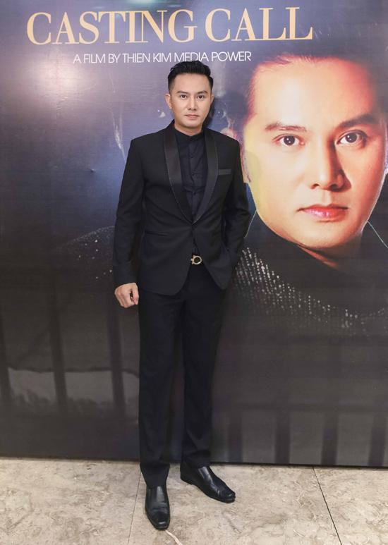 Diễn viên Thiên Bảo mới chuyển sang vai trò giám đốc sản xuất. Anh được nhiều người khen trông trẻ trunghơn sau khi phẫu thuật thẩm mỹ, tút lại dung mạo.