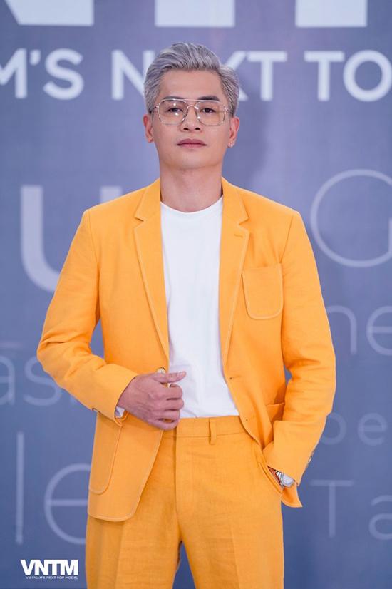 Nam Trung chọn suit tông màu nổi bật khi xuất hiện trong buổi sơ tuyển đầu tiên tại TP HCM.