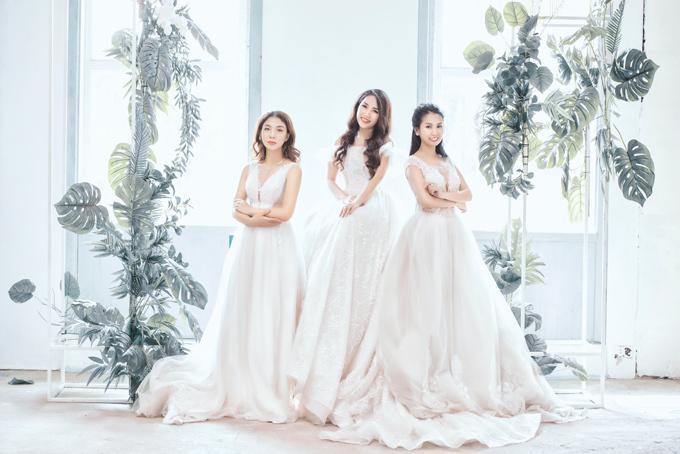 Kiểu váy bồng xòe luôn là lựa chọn hàng đầu khi có thể tôn vóc dáng của cô dâu. Độ xòe của váy có thể điều chỉnh bằng việc kết hợp thêm một chiếc tùng bên trong. Kiểu cổ váy 2 trong 1 xẻ sâu hay trễ vai sẽ tạo dấu ấn cá nhân cho cô dâu gợi cảm, cá tính hay điệu đà.