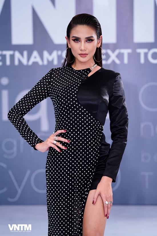 Sau nhiều năm đồng hành cùng ban tổ chức, đây là lần đầu tiên Võ Hoàng Yến được đảm nhận vai trò host cho chương trình.