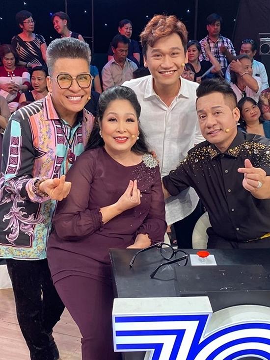 Buổi ghi hình còn có MC Thanh Bạch, diễn viên Xuân Nghị, nghệ sĩ Minh Nhí.