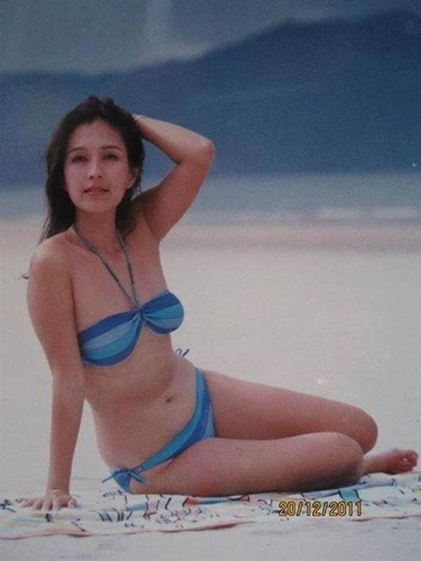 Diễm My tự tin diện bikini khoe dáng.