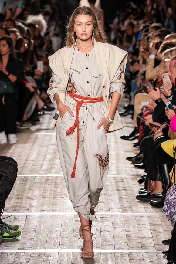 Siêu mẫu thế hệ mới Gigi Hadid liên tục phủ sóng các sàn diễn lớn thuộc cả bốn tuần lễ thời trang danh giá.