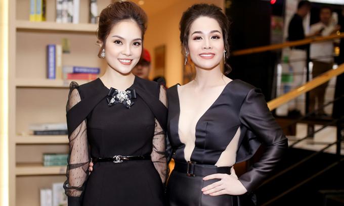 Dương Cẩm Lynh (trái) và Nhật Kim Anh tại một sự kiện đầu năm 2018.