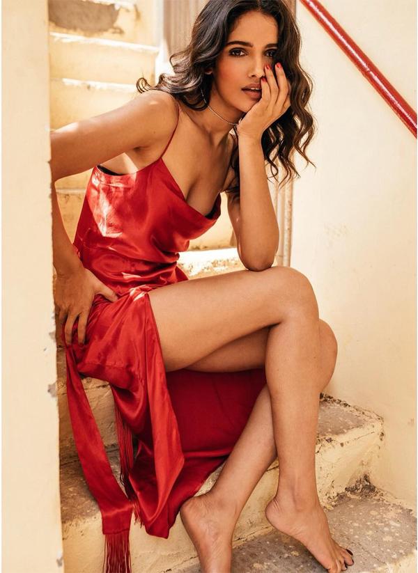 Khi trở thành Hoa hậu Hoàn vũ Ấn Độ 2019, Vartika Singh nhận được sự ủng hộ hết lòng của khán giả quê nhà. Người hâm mộ đều khen ngợi nhan sắc, cốt cách và trí tuệ của người đẹp sinh năm 1991.