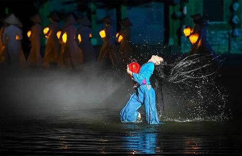 Trước đó, show diễn cũng từng được tổ chức Kỷ lục Việt Nam (VietKings) công nhận hai kỷ lục: Sân khấu ngoài trời lớn nhất Việt Nam và Chương trình biểu diễn nghệ thuật thường nhật có số lượng diễn viên tham gia đông nhất. Ảnh: Kiều Dương.