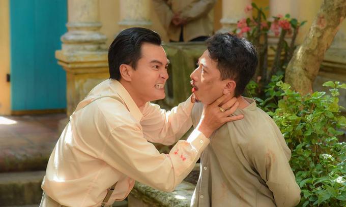 Cậu ba Cao Minh Đạt (trái) đánh Lũ Hứa Minh Đạt tới chết.